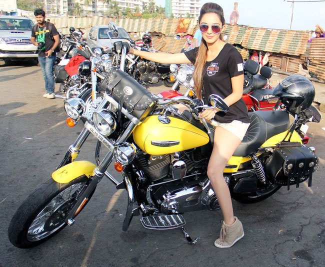 kiara advani bike
