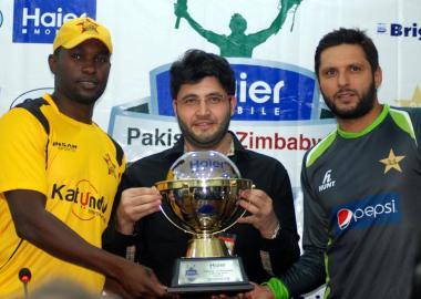 Trophy for Pakistan-Zimbabwe series