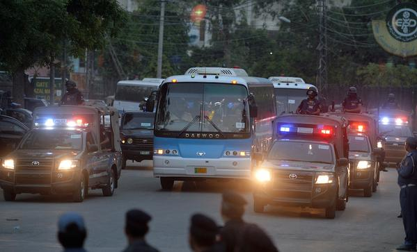 Zimbabwe Cricket Team on their way to Gaddafi Stadium under tight security for practice session