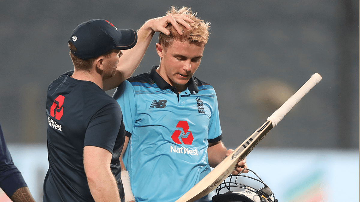 Eoin-Morgan-interacts-with-teammate-Sam-Curran-cricket-today