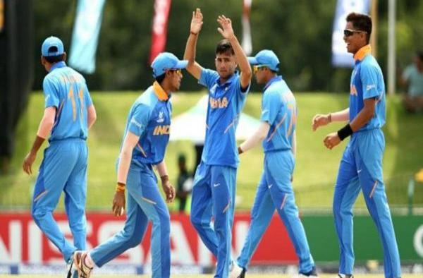 India claim a comfortable victory over Pakistan to reach into finals
