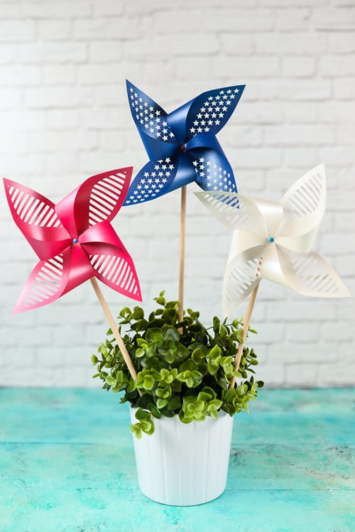 These patriotic pinwheels are awesome! Made with Cricut, too!