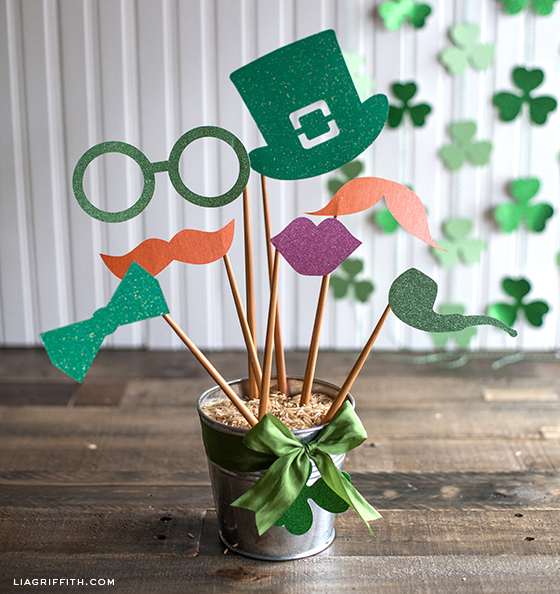 Photo props for St. Patrick's day made with Cricut