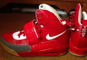 Extreem lelijke vervalste Nike schoenen.