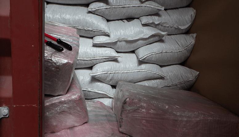 29 miljoen euro aan cocaïne gepakt in container met cacaobonen in Rotterdam