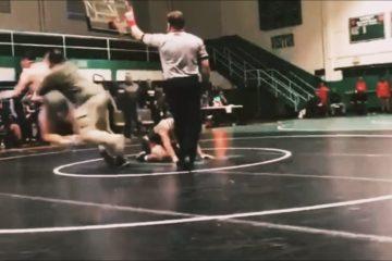 VIDEO: Vader opgepakt na tackelen tegenstander zoon tijdens wedstrijd worstelen
