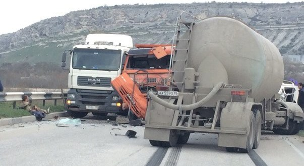 ДТП в Крыму: 30 марта - КАМАЗам не везёт