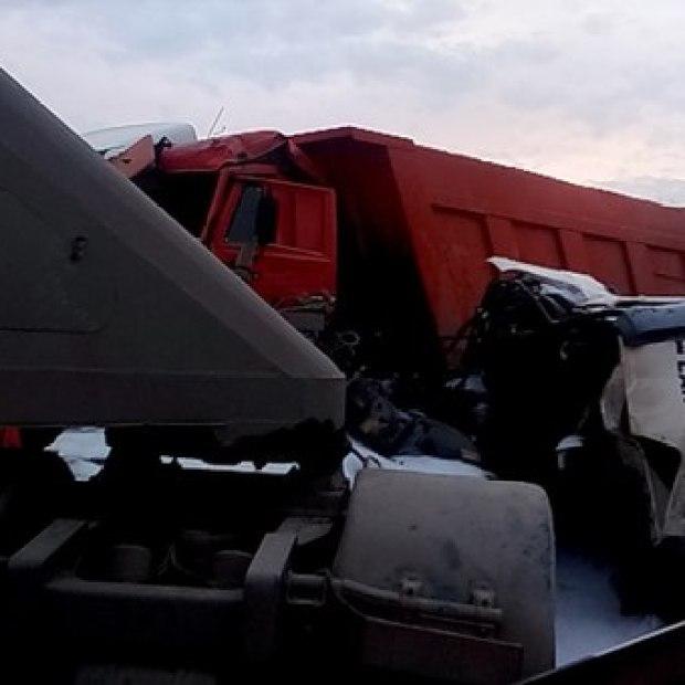 ДТП в Крыму: 30 марта — КАМАЗам не везёт
