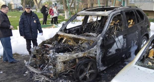 В Керчи ночью горели машины (+фото)