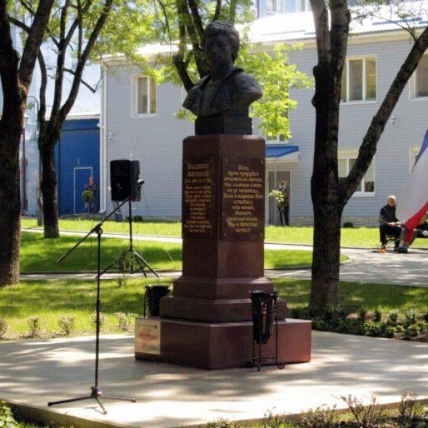 В Симферополе после реконструкции открыли сквер Высоцкого