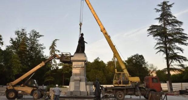 """""""Блэкаут"""" в Крыму - событие, достойное памятника?"""