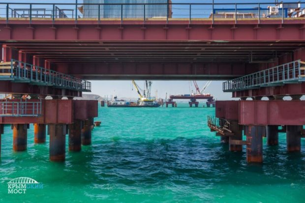Керченский мост: сборка первого железнодорожного пролета