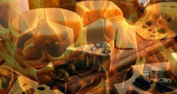 В Симферополе сожгли 50 кг санкционных колбас и сыров