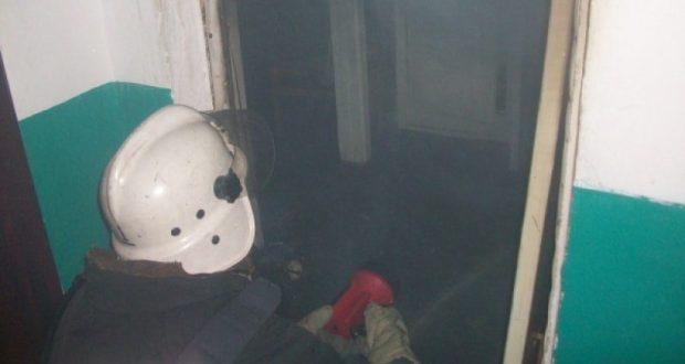 Пожарные Симферополя спасли женщину и двоих малышей