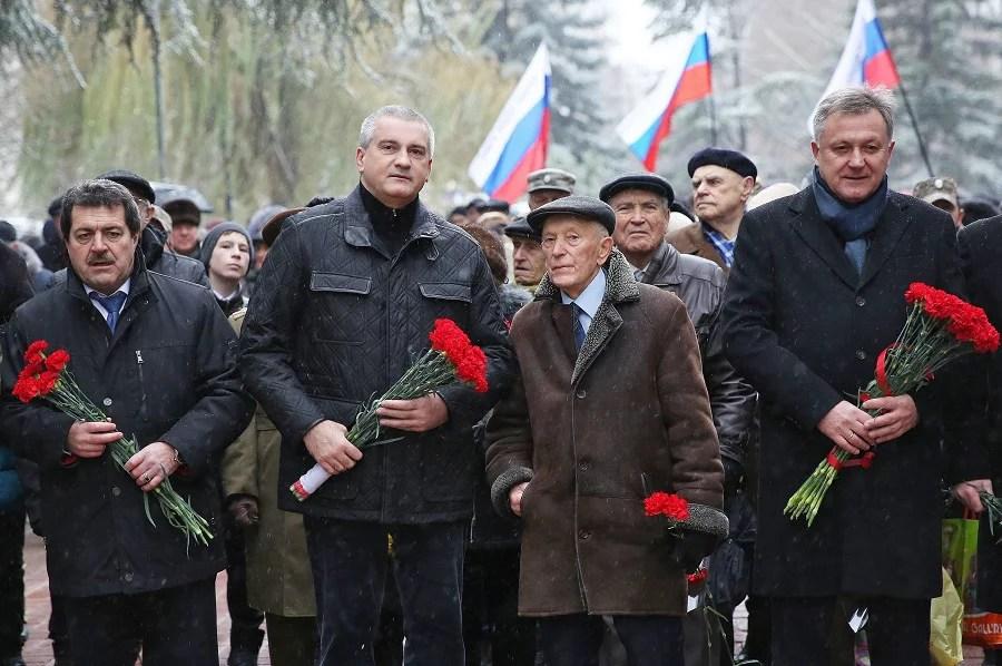 Губернатор поздравил свердловчан сДнём Неизвестного бойца