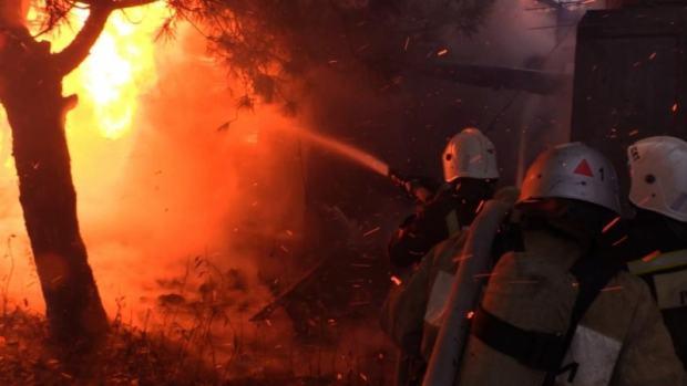 В крымском посёлке ГРЭС горело офисное здание
