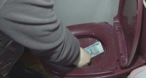 Судебный пристав пытался смыть взятку в унитаз. 200 тысяч рублей!