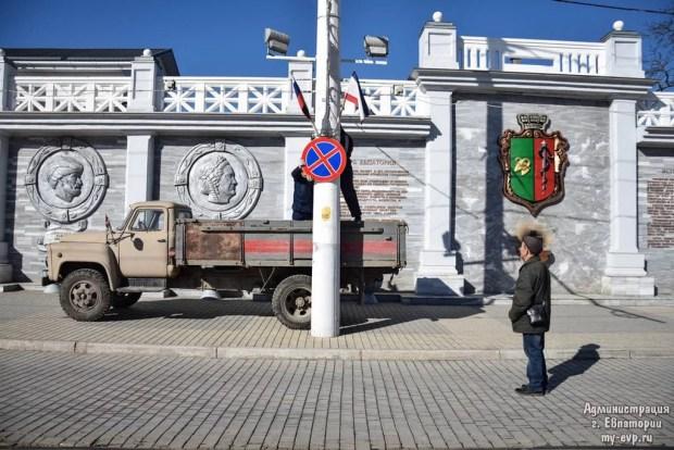 Парковка на Театральной площади Евпатории теперь запрещена