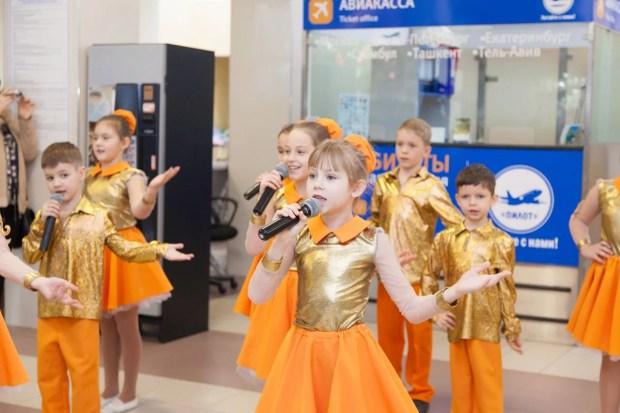 Аэропорт Симферополя встречал пассажиров... блинами