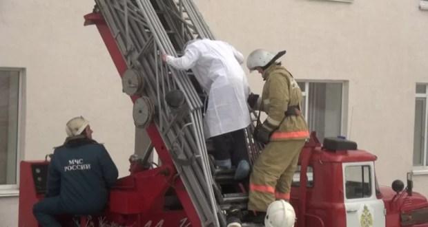 Крымские пожарные провели учения в Керчи