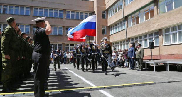 Крымским призывникам раздадут памятки с телефонами