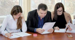 Сто специалистов Госкомрегистра Крыма сдали квалификационный экзамен