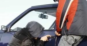 В Симферополе задержаны двое парней, подозреваемых в краже из машины и угоне автомобиля
