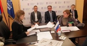 В приёмной (по адресу: ул.Гоголя, 17Е) также будут работать помощники депутата, через которых можно будет передать обращения.