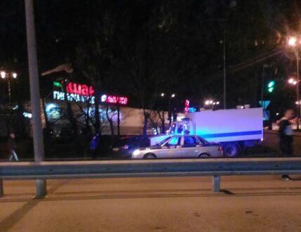 ДТП в Симферополе, вечер 24 апреля: автозак протаранил легковушку
