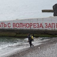 Акватория пляжей Крыма — арматура, куски железа и битое стекло