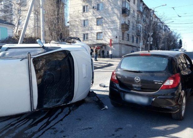 """ДТП в Крыму: 31 марта, 1 и 2 апреля. А эта неделя в Севастополе началась с """"кульбитов"""" двух иномарок"""