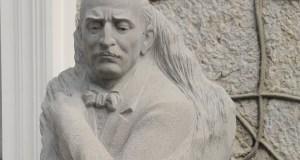 В Ялте открыли памятник композитору Александру Спендиарову