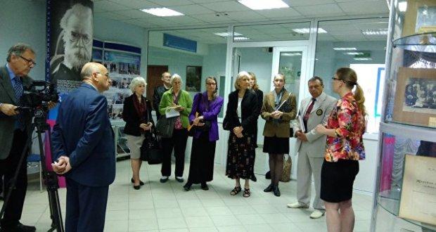 Американская делегация посетила музей Крымского федерального университета им.Вернадского