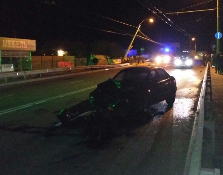 Ночная авария натрассе «Симферополь— Ялта». умер шофёр микроавтобуса
