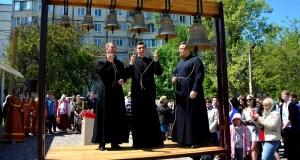 В Симферополе освятили колокола строящегося Екатерининского храма