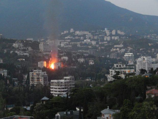Вечерний пожар в Ялте на улице Кирова