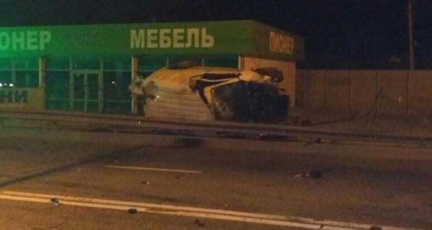 """Ночная авария на трассе """"Симферополь - Ялта"""". Погиб водитель микроавтобуса"""