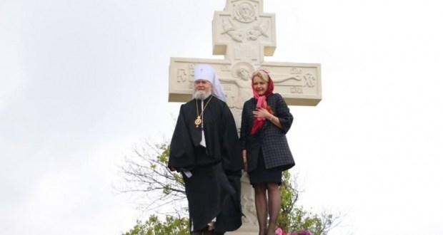 В Керчи, на въезде в Крым установили поклонный крест