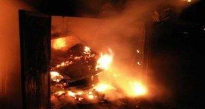 Пожар в Симферополе: дотла сгорел гараж... ну и машина в нём