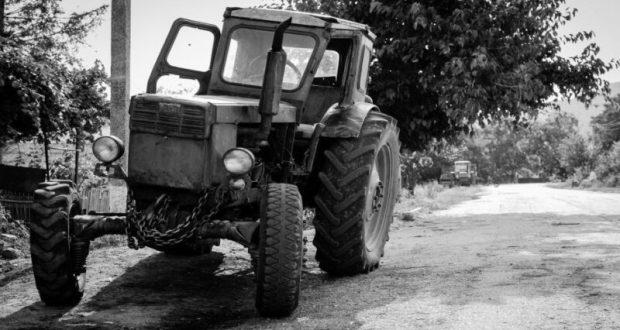 """ДТП в Крыму: 5 июня. Попытка """"оседлать"""" движущийся трактор не удалась - мужчина погиб"""