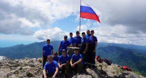 Флаг России на горе Чатыр-Даг