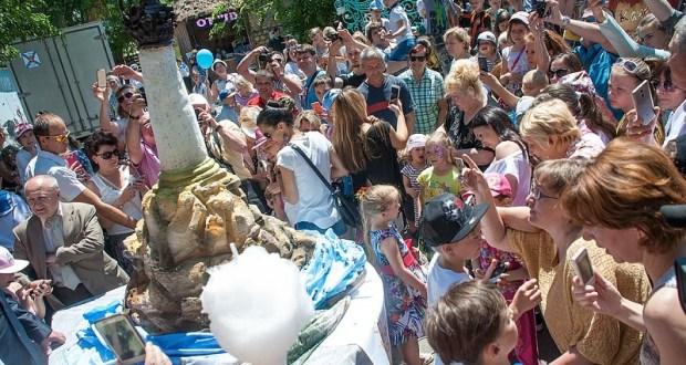 В Севастополе установили рекорд и съели символ города