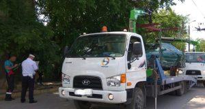 В Севастополе снова работают эвакуаторы. Машины забирают, но нарушители платят только штраф