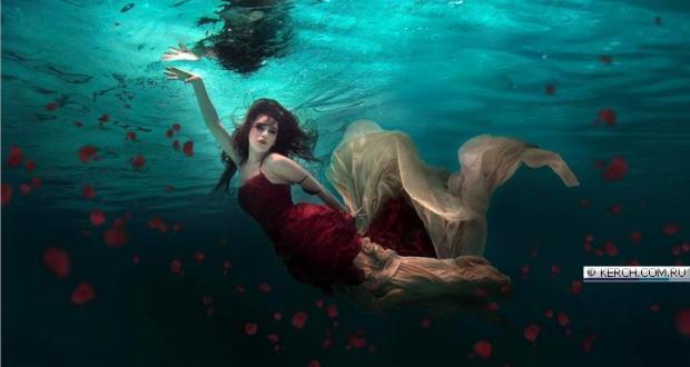 25 августа в Керчи - подводный показ мод