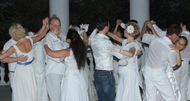 """19 августа на Историческом бульваре в Севастополе - """"Вечер с танцами в белом"""""""