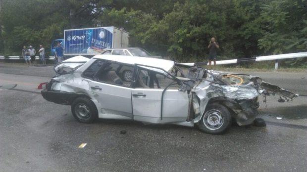 ДТП в Крыму: 30 августа. В одной из аварий погибли двое - легковушка влетела в грузовик