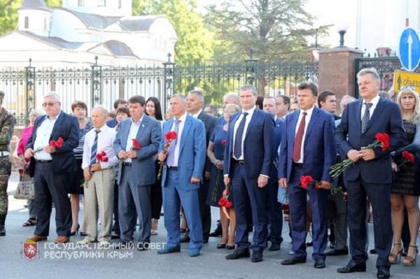 В Симферополе почтили память русских воинов, павших в Крымской войне