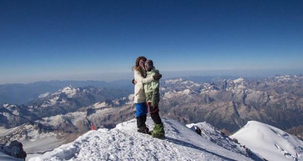 Взойти на Эльбрус и... Турист из города Саки пообещал жениться на высоте 5 462 м