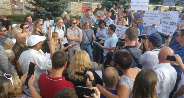 Несмотря на запрет, «земельный митинг» на площади Нахимова в Севастополе состоялся