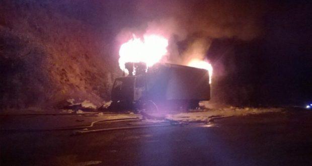 Накануне поздно вечером на дороге «Феодосия – Судак» сгорела фура с посылками